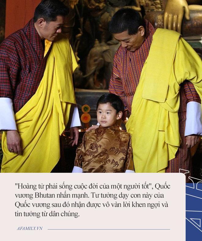 Hoàng tử nhí của Bhutan: Cứ ngỡ con vua thì phải sống sung túc, ai ngờ 20 năm không được tổ chức sinh nhật vì lý do này - Ảnh 2.