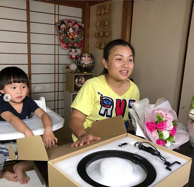 Hot mom Quỳnh Trần JP đón sinh nhật tuổi 35 bằng bức ảnh tự dìm hài hước nhưng fan chỉ thấy tội cho chiếc xe đạp của Sa - Ảnh 7.