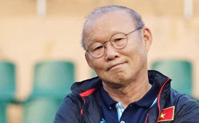 """Tranh cãi việc huyền thoại Thái Lan """"đánh bại"""" HLV Park Hang-seo ở đội hình tiêu biểu bóng đá Đông Nam Á của thập niên"""
