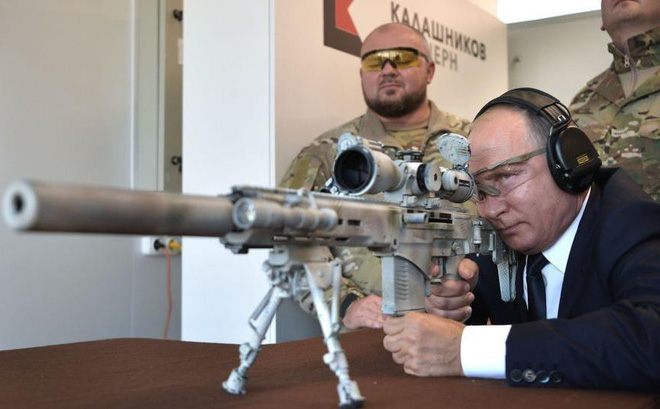 Tổng thống Putin thử súng trường bắn tỉa mới nhất của Nga