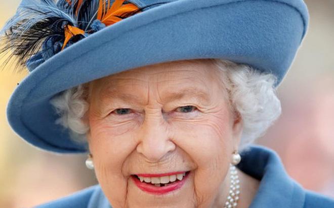 Nữ hoàng Anh lại tuyển dụng: Tìm trợ lý phục vụ không cần kinh nghiệm, bao ăn ở trong cung điện, lương 'sương sương' hơn 500 triệu
