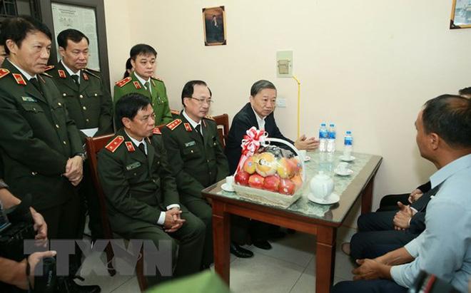 Đại tướng Tô Lâm đến chia buồn với gia đình chiến sĩ công an hy sinh