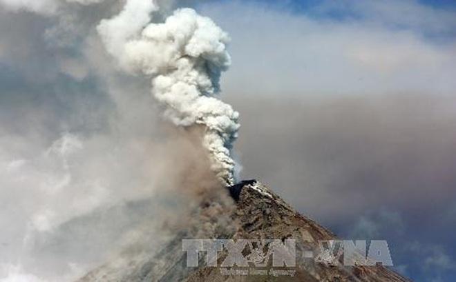 Philippines chỉ thị sơ tán hàng nghìn người do núi lửa Taal 'thức giấc'