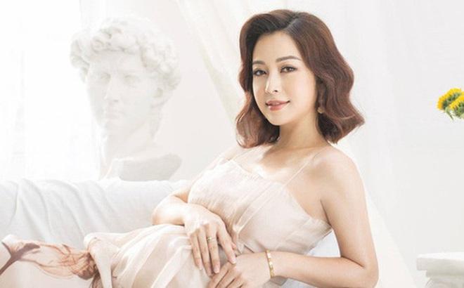 Hoa hậu Jennifer Phạm hạ sinh bé thứ 4, được mẹ chồng bay từ Hà Nội vào TP.HCM chăm sóc