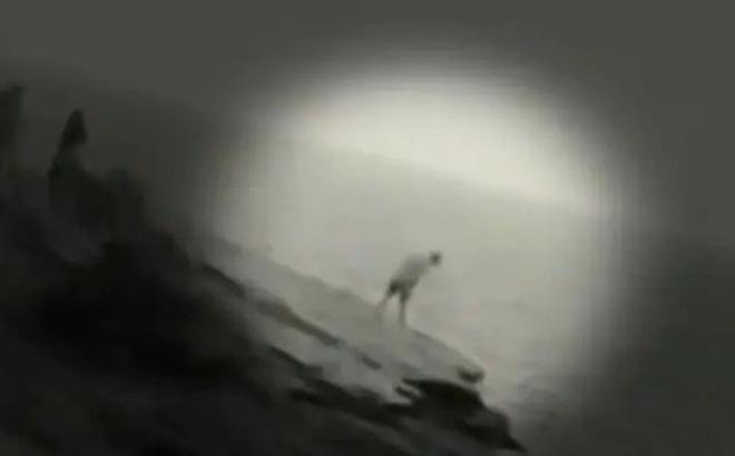 Cùng bạn bè leo lên vách đá cao 30 mét để ngắm mặt trời mọc, người phụ nữ trẻ phải chịu thảm kịch khi cố gắng chụp selfie