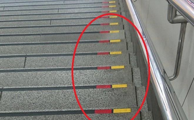 Lý do bất ngờ đằng sau việc nhiều bậc cầu thang ở Nhật có dấu đỏ-vàng