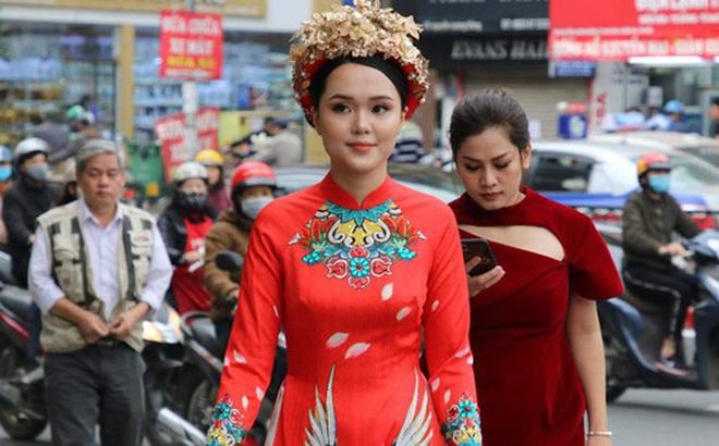 Ái nữ cựu chủ tịch CLB Sài Gòn - Quỳnh Anh xuất hiện xinh xắn trong đám hỏi thu hút sự chú ý khắp phố Xã Đàn