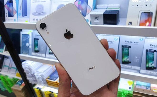 """Bán iPhone XR tại Việt Nam: Kẻ """"giữ"""", người """"buông"""""""
