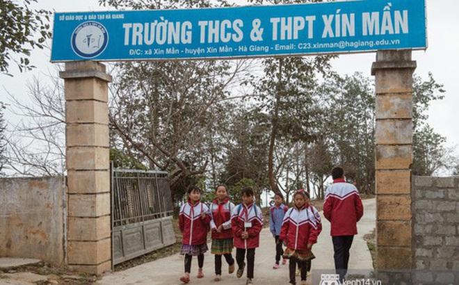Chuyện buồn phía sau ngôi trường trên mây đẹp nhất Việt Nam: Đi bộ hàng cây số đến trường, con cái học quá giỏi lại trở thành gánh nặng cho cha mẹ