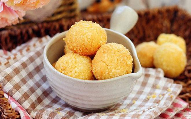 Ngày nghỉ tranh thủ làm ngay mẻ bánh dừa giòn thơm để dành đãi khách dịp Tết