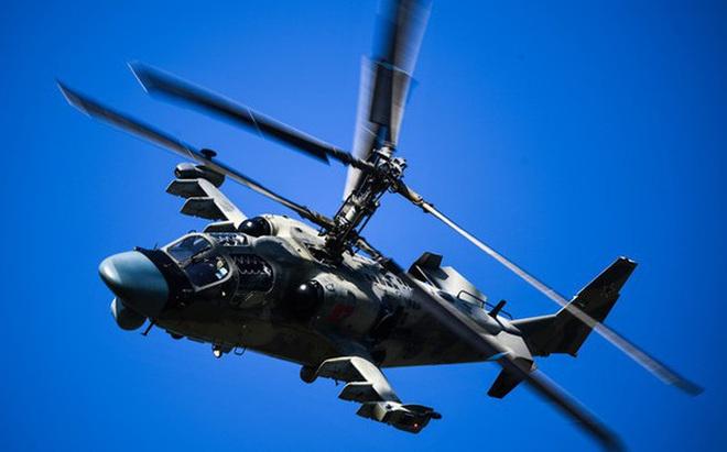 """Xem trực thăng """"Cá sấu"""" Ka-52 của Nga nhào lộn """"có một không hai"""""""