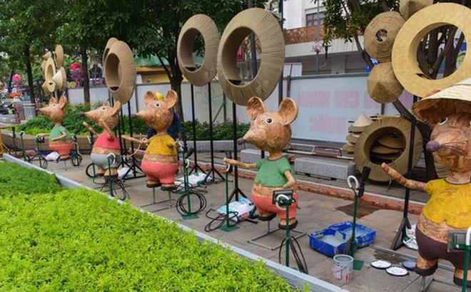 Xâm nhập đường hoa Nguyễn Huệ trước ngày khai mạc, thấy gì?