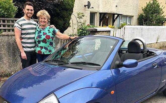 Mẹ cắn răng bán chiếc ô tô yêu quý giúp con trai lập nghiệp, 12 năm sau bà bật khóc trước món quà báo hiếu của anh