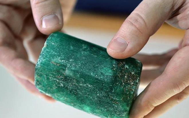 """Nga khai quật được viên ngọc lục bảo """"siêu quý hiếm bậc nhất thế giới"""""""