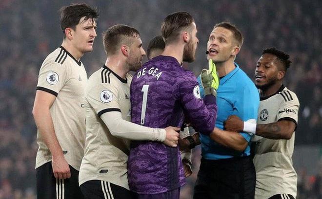 Manchester United bị FA phạt 20.000 bảng