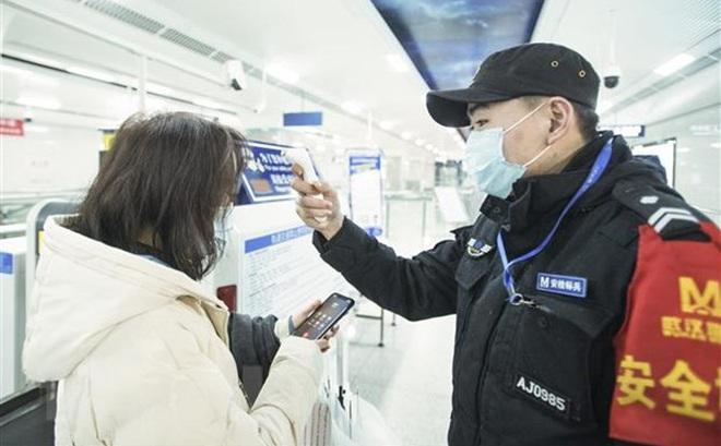 Trung Quốc triển khai hàng trăm bác sỹ quân y về vùng tâm dịch