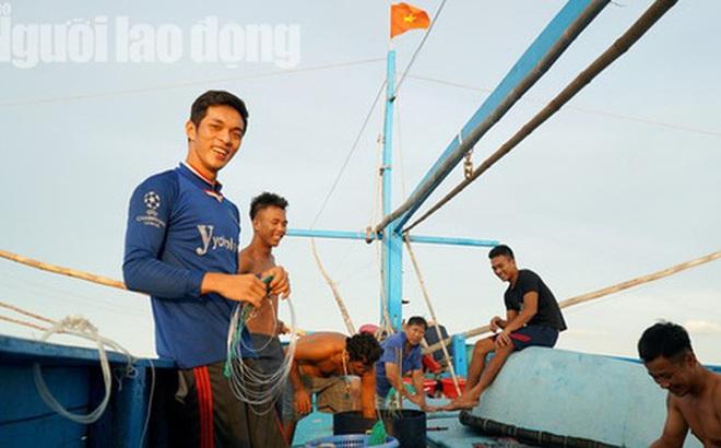 Những ngư dân đón Tết giữa trùng khơi