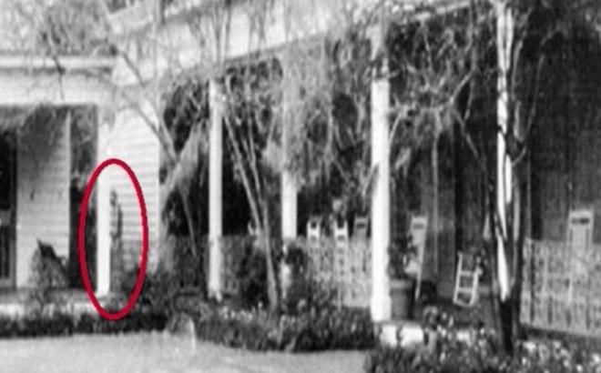 Bức ảnh chụp bóng người phụ nữ gây rùng mình chứa đựng câu chuyện về mối quan hệ bất chính của một cặp đôi gây ra thảm kịch cho gia đình 4 người
