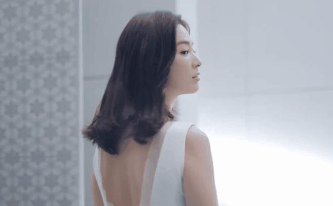 Hậu ly hôn Song Joong Ki, Song Hye Kyo hồi xuân, đẹp xuất sắc tới từng milimet