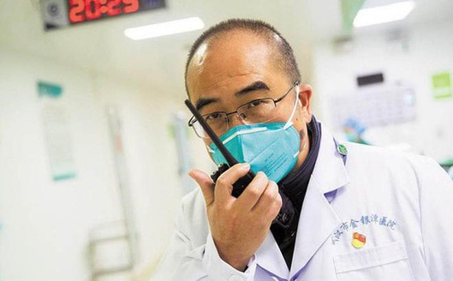 Vị bác sĩ chạy đua với tử thần ở tâm dịch Vũ Hán: Ngày đêm cứu chữa bệnh nhân dù vợ nhiễm virus corona, còn bản thân mắc bệnh nan y chỉ còn 3-5 năm để sống
