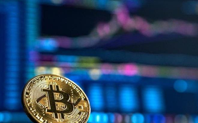 Bitcoin tăng vọt, sắp chạm 10.000 USD