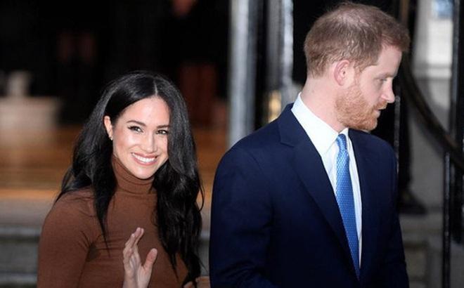 Vợ chồng Meghan Markle lần đầu tham dự sự kiện ở Mỹ sau khi rời khỏi hoàng gia Anh với sự khác biệt chưa từng có