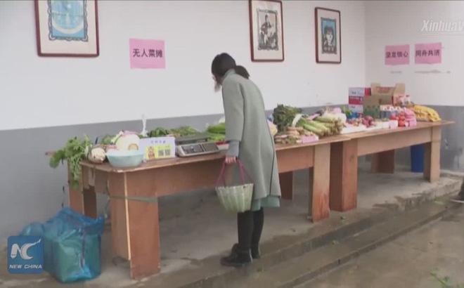 Nở rộ quầy rau 'không người bán, khách tự trả tiền' mùa dịch corona