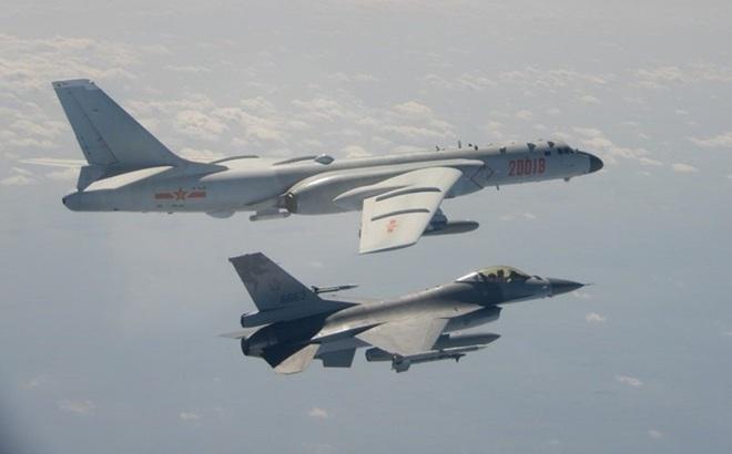 Mỹ cho máy bay bay xuyên qua eo biển Đài Loan, đáp lại việc máy bay Trung Quốc bay vòng quanh Đài Loan