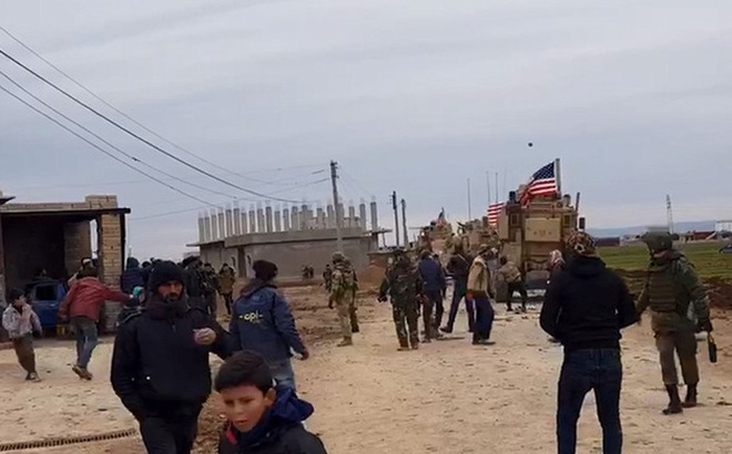 Quân đội Nga ra mặt khi binh sĩ Mỹ đấu súng với dân làng Syria