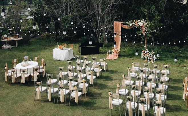 """Không gian tiệc cưới bí mật của Tóc Tiên: Khung cảnh lãng mạn như trong phim nhưng đã bị rào kín """"nội bất xuất, ngoại bất nhập"""""""