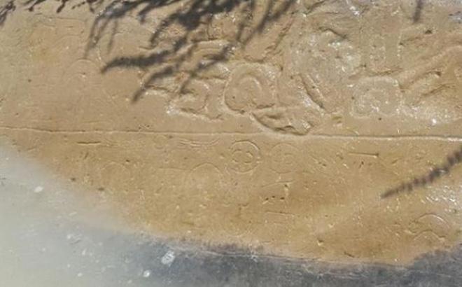 Tảng đá bí ẩn bên sông hé lộ bí mật biến mất 1.000 năm trước