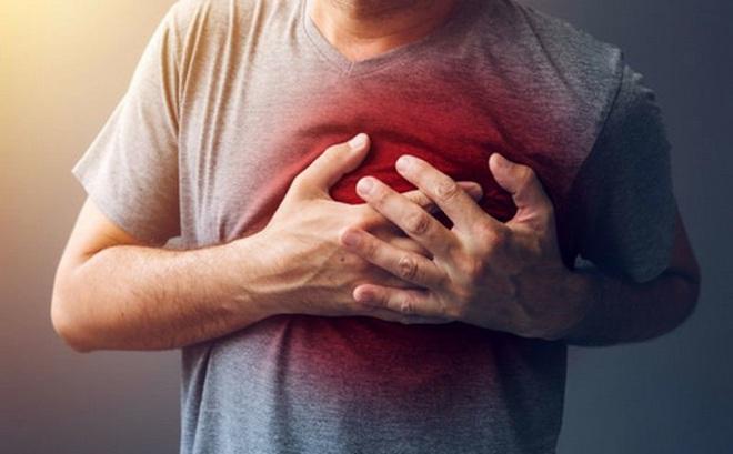 Nguy hiểm từ cơn đau tức giữa ngực