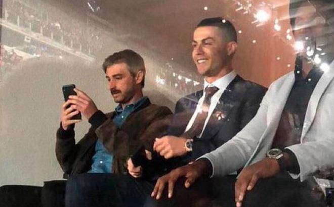Dự khán trận đấu được chờ đợi nhất thế giới, Ronaldo chiếm trọn spotlight bằng nụ cười