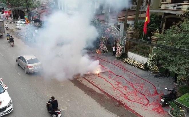 Công an Hà Nội điều tra xử lý vụ đốt bánh pháo dài hơn 50 mét, để ăn mừng đám cưới