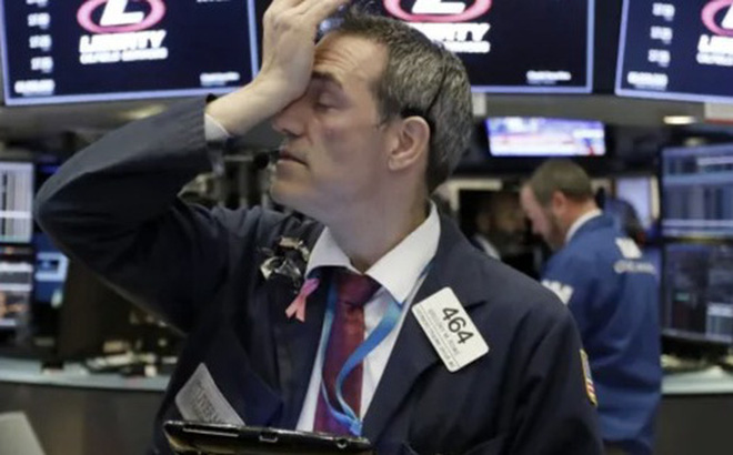 Covid-19 trở thành đại dịch toàn cầu, Dow Jones ngay lập tức rớt hơn 1.400 điểm và rơi vào thị trường 'gấu'