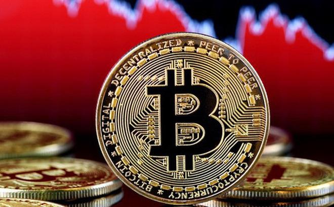 Bitcoin giảm hơn 40%, thị trường tiền ảo 'rực lửa'