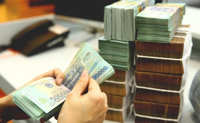 Các ngân hàng đồng loạt hạ lãi suất tiền gửi dưới 6 tháng, cao nhất chỉ còn 4,75%/năm