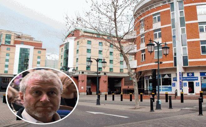 Ông bầu Chelsea hiến khách sạn làm đại bản doanh chống Covid-19