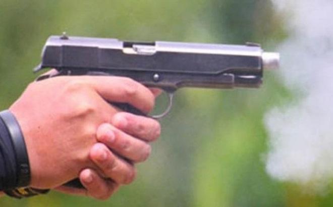 Cầm dao truy đuổi người khác, nam thanh niên bị bắn tử vong