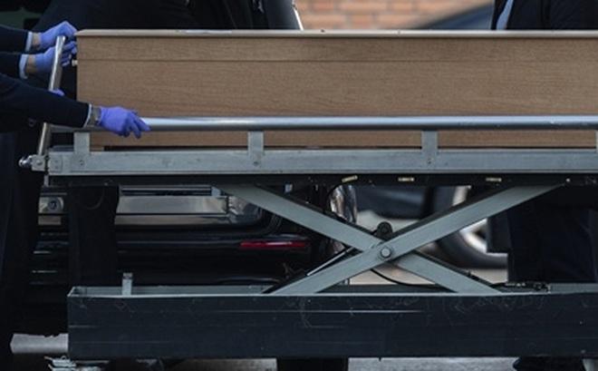 Dịch vụ tang lễ Madrid ngừng thu thập thi thể bệnh nhân COVID-19 vì thiếu nguồn lực
