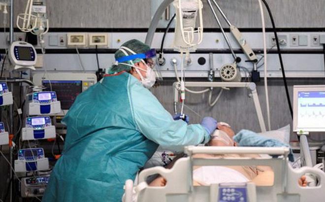 Covid-19 nguy hiểm cả với người trẻ: Chia sẻ của một bác sĩ tuyến đầu cho thấy nó tàn phá phổi người bệnh như thế nào
