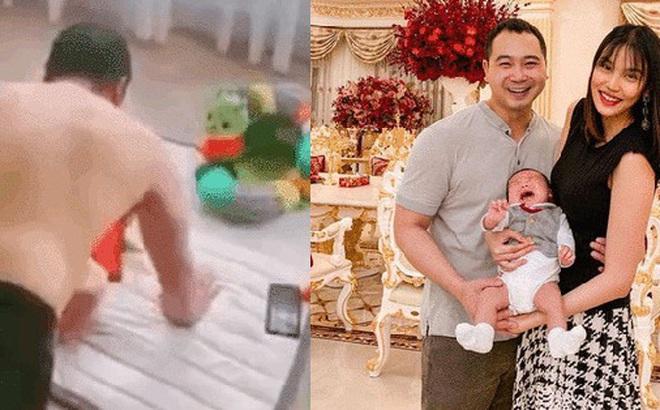 Chăm con khéo như ông xã Lan Khuê mùa dịch: Vừa tập nâng cao sức khoẻ vừa chơi với quý tử, một công đôi việc phụ vợ