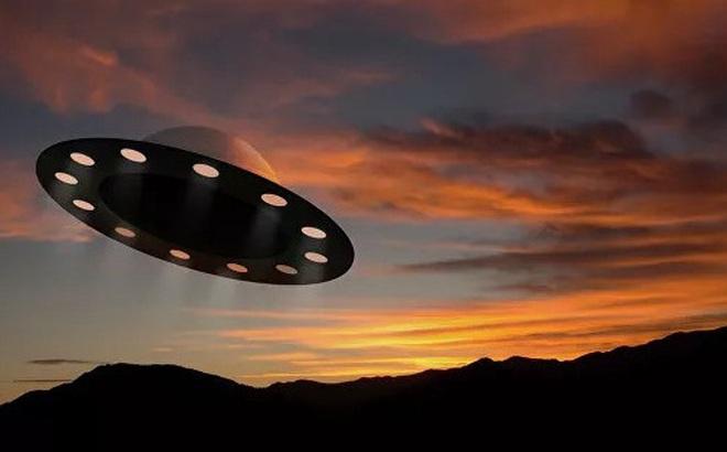 Trên mạng xuất hiện video ghi lại hình ảnh được cho là UFO