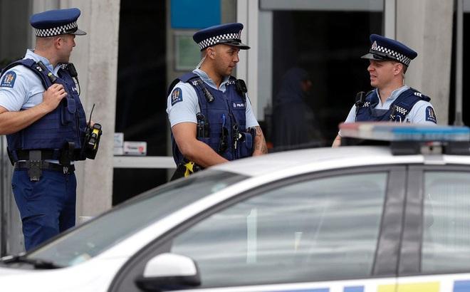 Đi tù vì nhổ nước bọt vào cảnh sát New Zealand, nhà tù Mỹ thành ổ dịch lớn