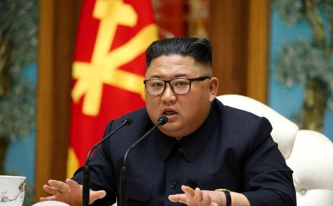 Kêu gọi kiểm soát dịch COVID - 19 cứng rắn hơn, nhưng ông Kim Jong-un không đeo khẩu trang