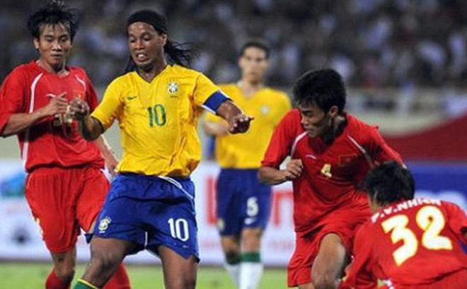5 lần ông lớn của bóng đá thế giới đối đầu với Đội tuyển Việt Nam: Lionel Messi lỡ hẹn, huyền thoại từng chịu cảnh tù đày Ronaldinho góp mặt