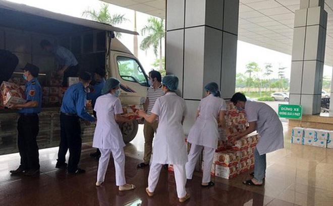Trao tặng 16.000 sản phẩm nước uống tới 6 bệnh viện tuyến đầu chống dịch Covid-19 ở Hà Nội