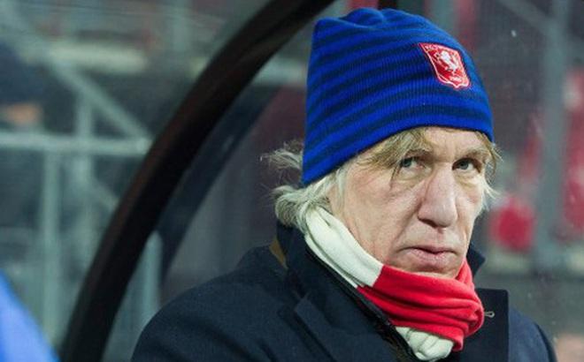 Cựu HLV SC Heerenveen liên tục chê Văn Hậu từng 2 lần xung đột với ban lãnh đạo, bị dọa giết vì thành tích quá tệ