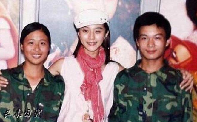 Bức ảnh năm 22 tuổi chưa từng được công bố của Phạm Băng Băng bất ngờ gây bão dư luận, nhan sắc thật sự được hé lộ