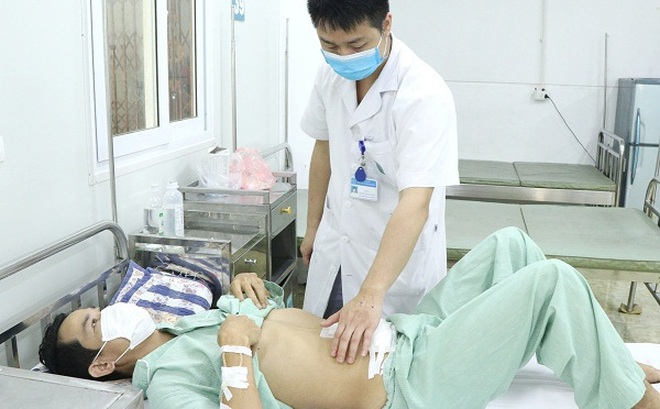 Nuốt nhầm xương cá người đàn ông phải cắt đoạn ruột non